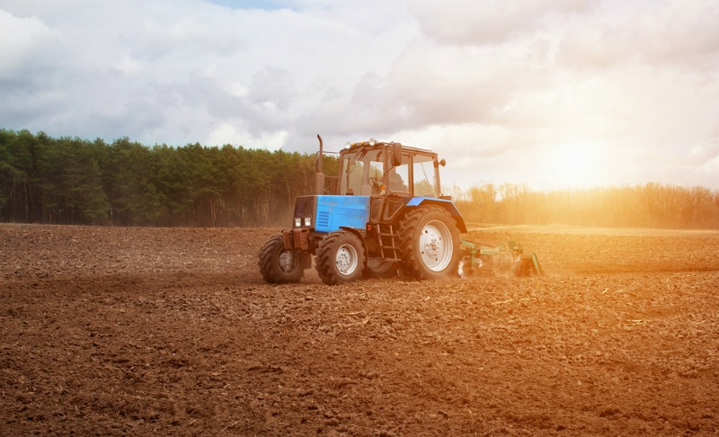 Image of a tractor to show how the clocks going back helps farming and produce industries