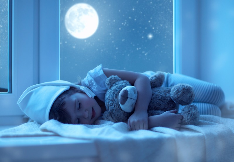 Image of girl sleeping on her right hand side
