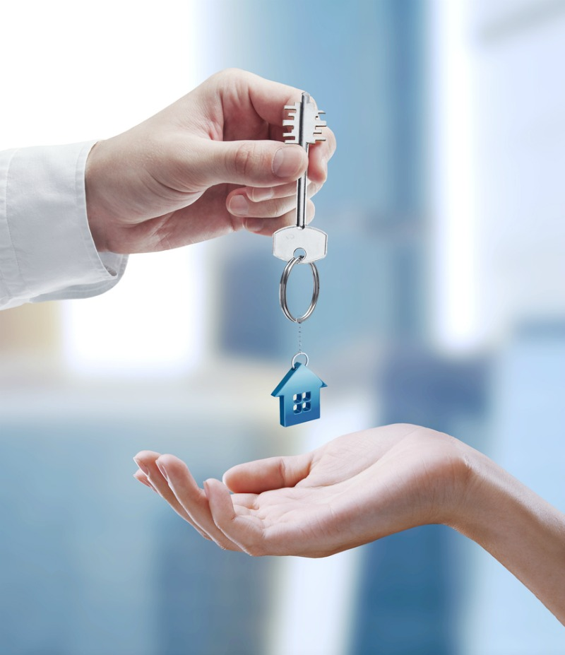 image of house keys, now to buy a house