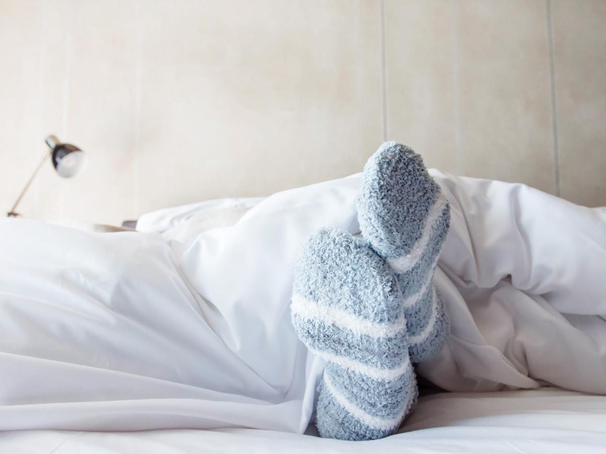 sleeping with socks on