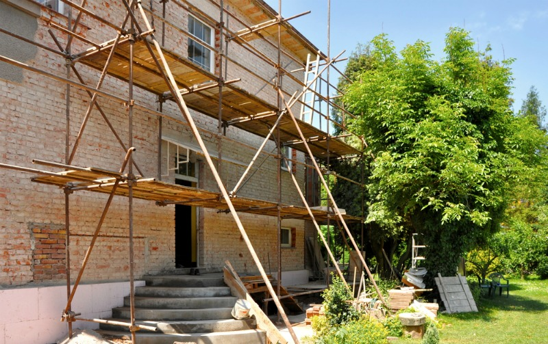Image of a hosue with scaffolding