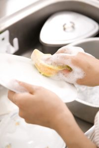 Help with the washing the dishes to be a good guest via SMC