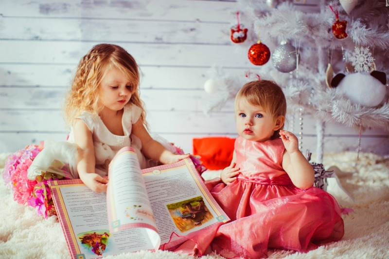 Image of two children reading